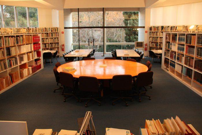 Библиотека Жоана Миро