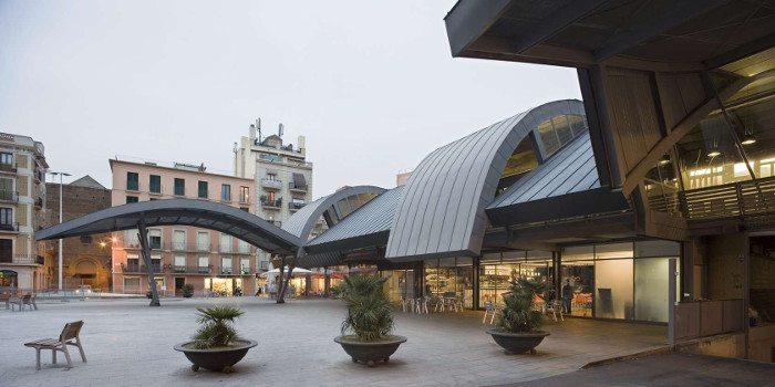 Площадь перед рынком Барселонета