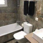 Обращать внимание на ванну и туалет в номере