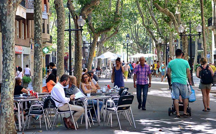 Самая жующая улица Rambla del Poblenou