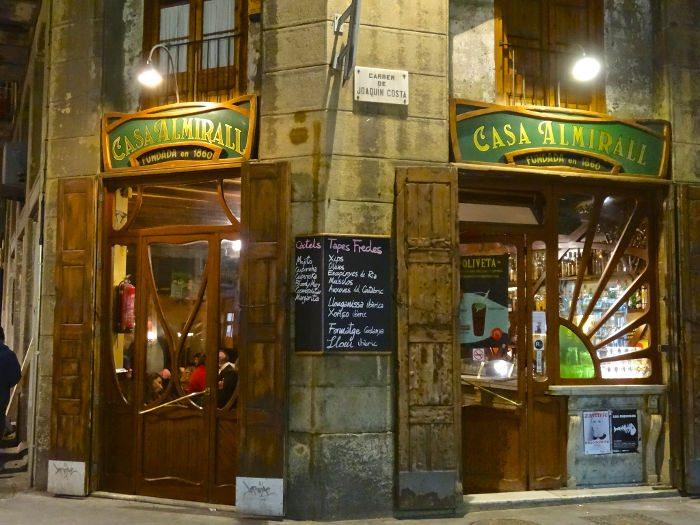 Район Раваль: легендарный бар Casa Almirall