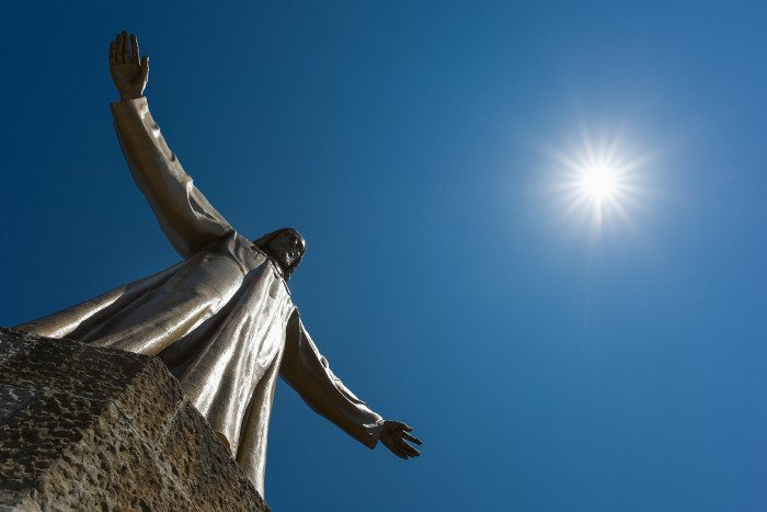 Бронзовая статуя Христа