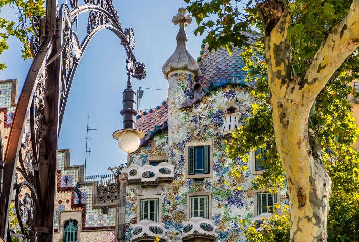 Стоимость билетов на достопримечательности Барселоны: Дом Бальо