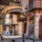 Самая короткая улица Барселоны