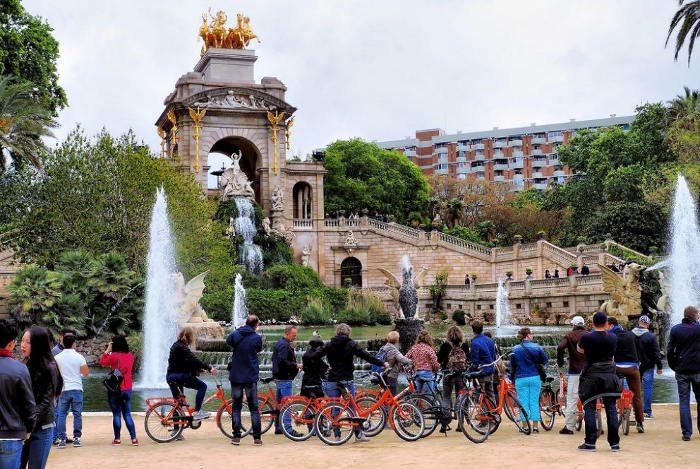 Велосипеды в Барселоне: фонтан «Каскада»