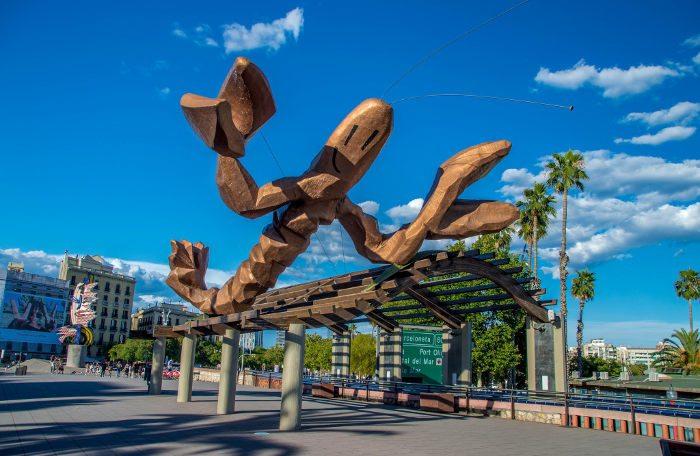 Современное искусство на улицах Барселоны: Улыбающаяся креветка