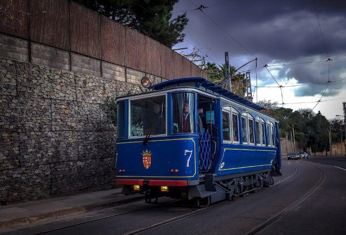 Синий трамвайчик в Барселоне