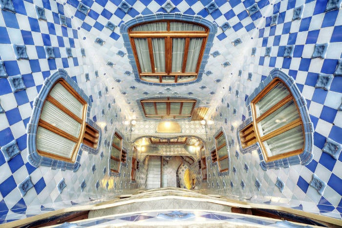 Каса Батльо в Барселоне: особенности внутреннего двора