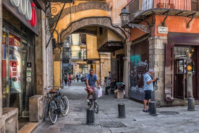 Наиболее короткая улица в Барселоне