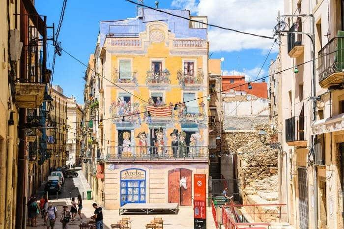 Таррагона: Дом с обманным фасадом