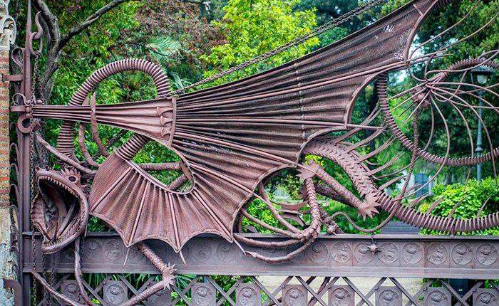 Творчество Антонио Гауди: Павильоны Усадьбы Гуэль