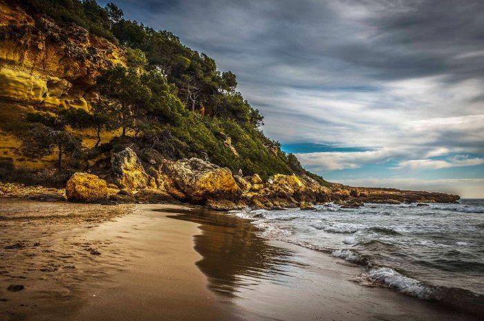 Кала Фонда или «пляж Вайкики»