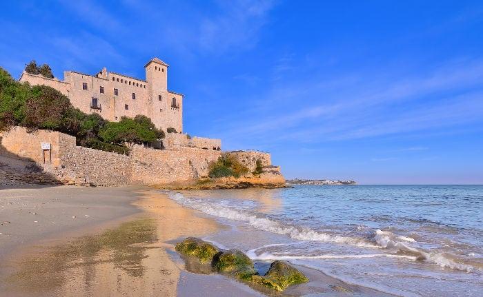 Пляж у замка Тамарит