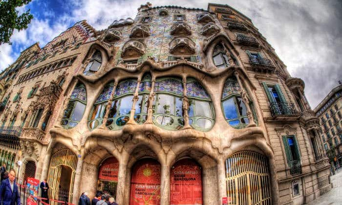 Тема дракона в творчестве Антонио Гауди – Дом Бальо
