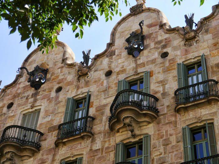 Творчество Антонио Гауди: Дом Кальвет