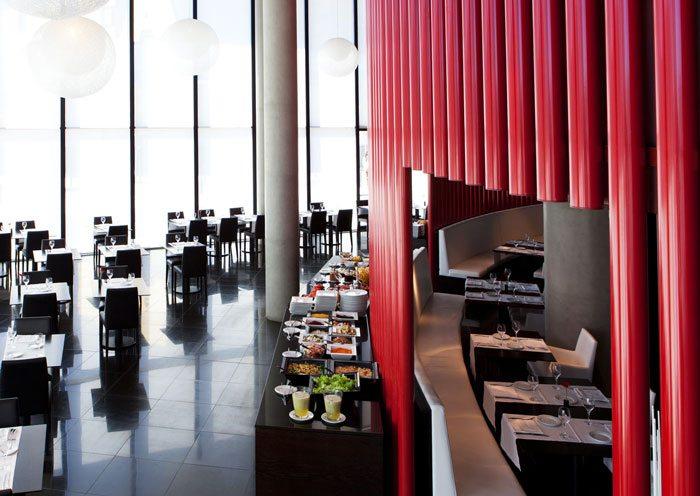 Завтрак в отеле Porta Fira