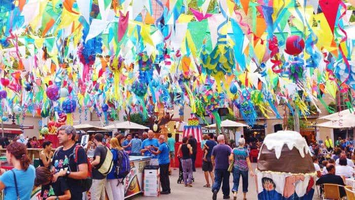 Festa de Gràcia: как сделать лето в Барселоне незабываемым