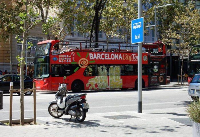 Туристический автобус: зеленый маршрут
