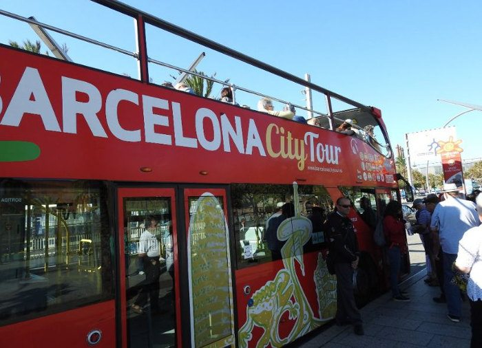 Прокатиться на Барселона Сити Тур можно с 9 до 20 часов