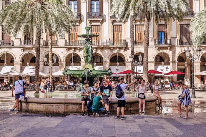 В Барселоне кипит настоящая жизнь