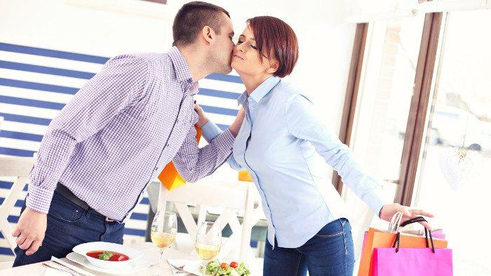 Dos besos: приветственные поцелуи