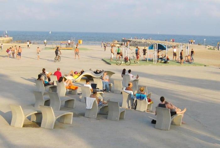 Утром в Барселоне лучше отправиться на пляж