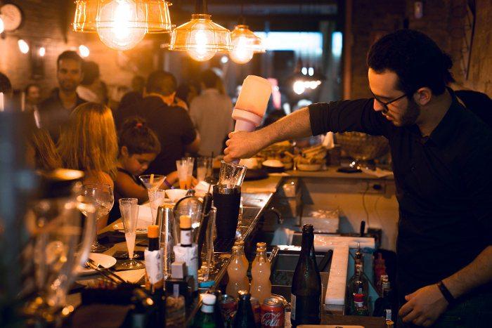 Общая характеристика официантов в ресторанах