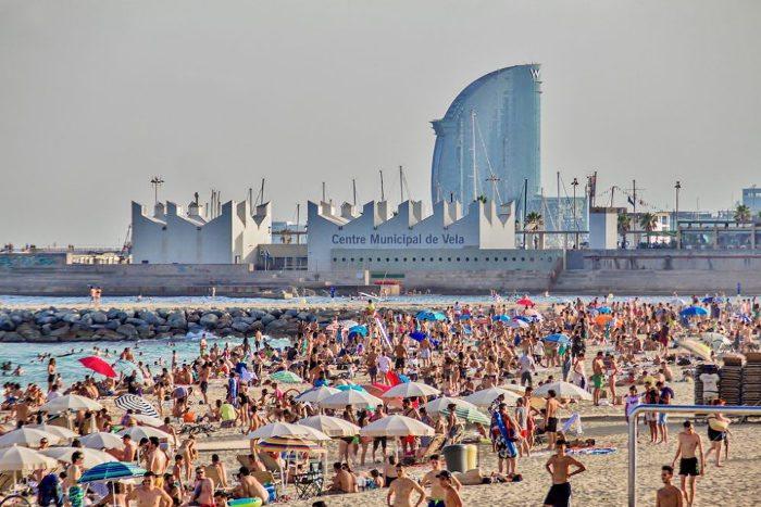 Какое море в Барселоне по температуре