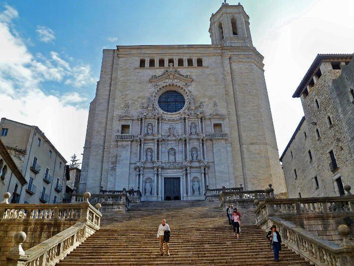 Церковь Жироны и её лестница