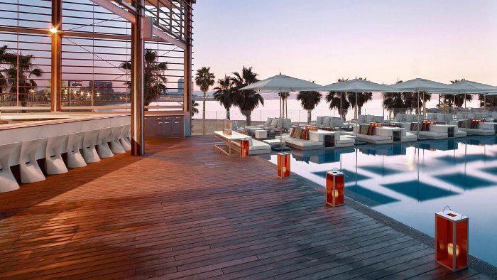 Романтичное место Барселоны для уединения – Терраса за отелем W