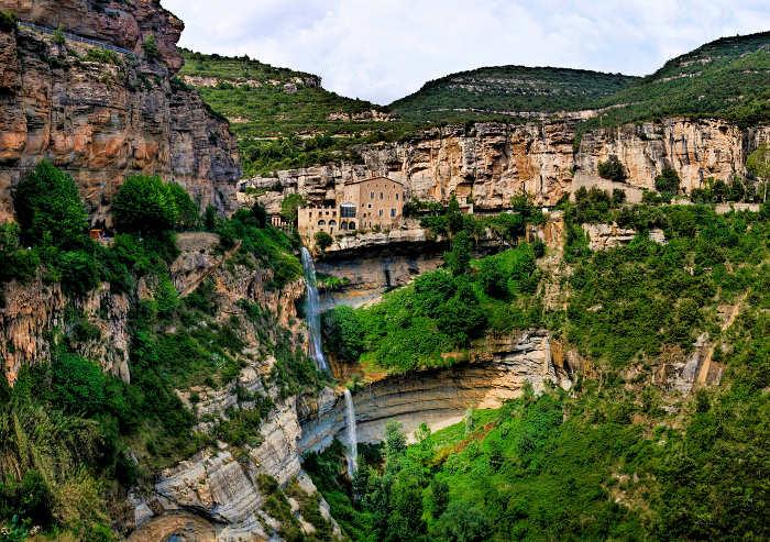 Сан Микел дель Фай: неизвестный шедевр Каталонии
