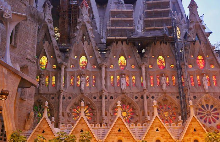 Подсветка собора Святого Семейства
