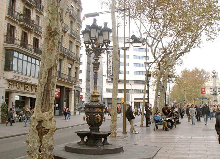Секреты фонтана Canaletes в Барселоне