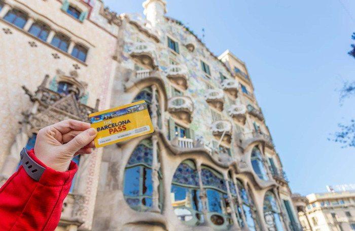 Туристическая карта в Барселоне предлагает скидку на визит в музеи и знакомство с интересными местами города