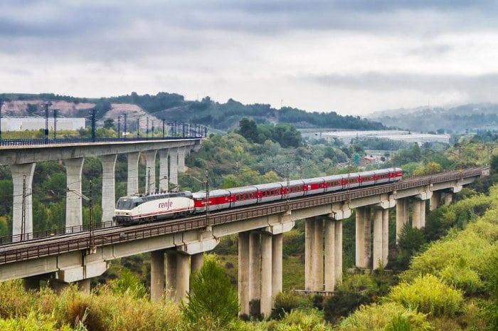 Железнодорожные рейсы вокзала Барселоны Сантс