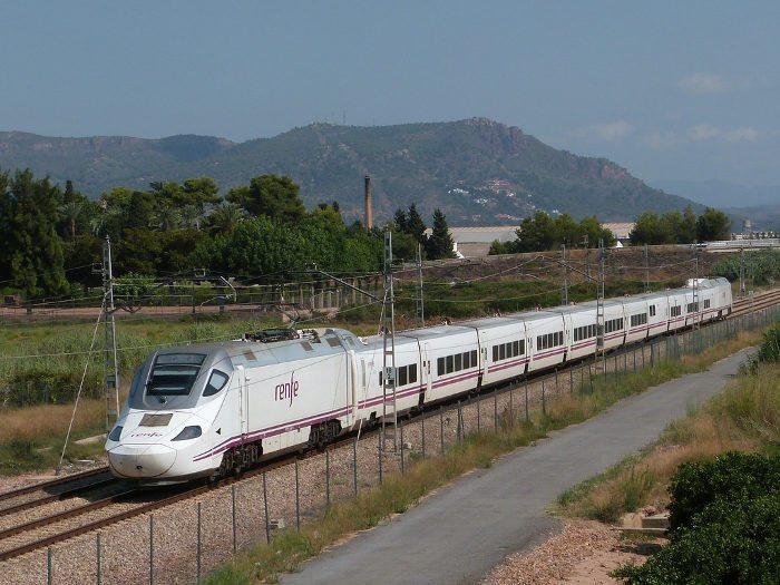 Поезд из вокзала Барселона Сантс