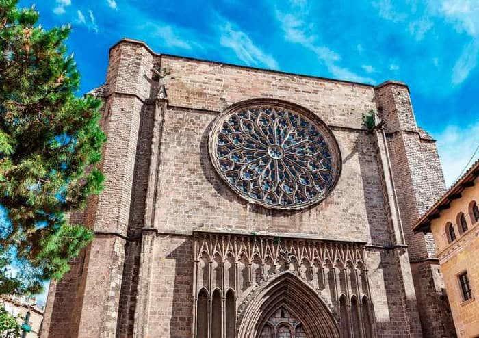 Собор Санта-Мария-дель-Пи – один из символов Готического квартала