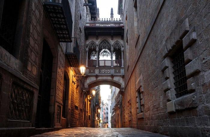 Мистические места Барселоны: мост поцелуев