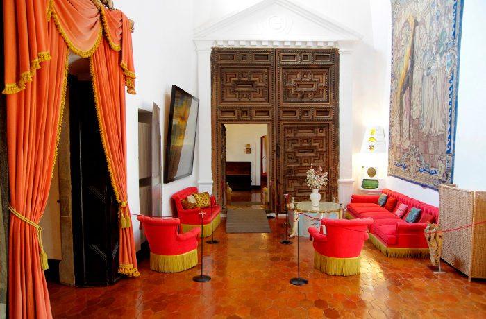 Музей Дали в Барселоне: величественный Замок Пуболь