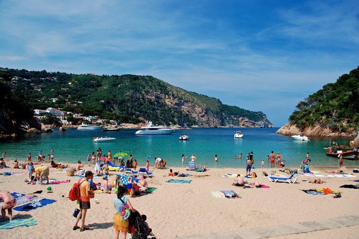 Пляжный отдых рядом с Барселоной: 10 лучших городов