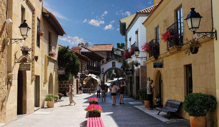 На что обратить внимание при визите в Poble Espanyol