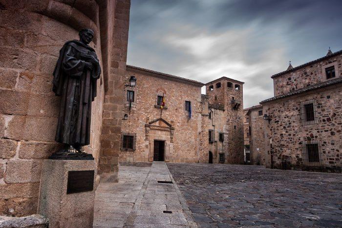 Большая часть зданий квартала выстроена в XIII-XV веках