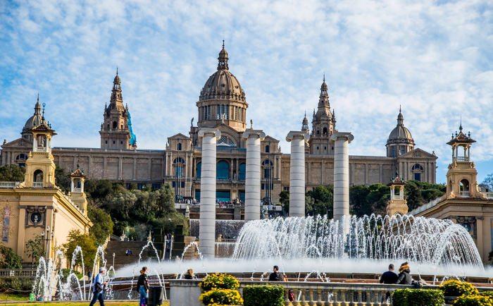 Изучение достопримечательностей Барселоны и поход в музеи