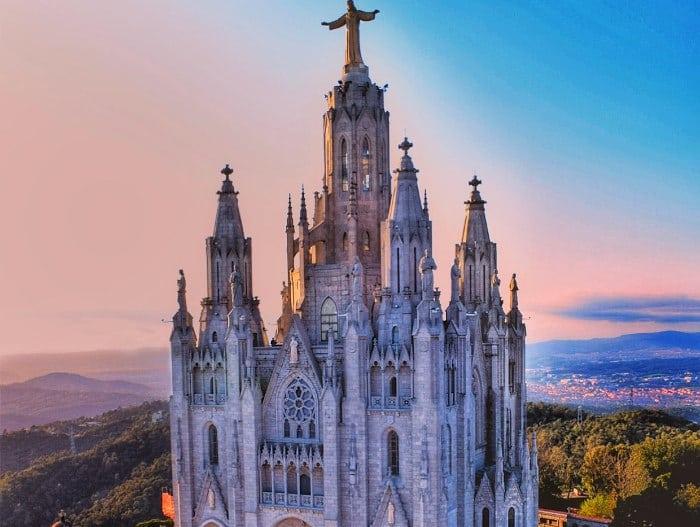 Взгляд на Барселону с высоты горы Тибидабо