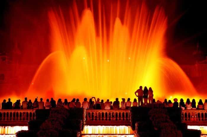 Лучшие представления Барселоны: шоу поющих фонтанов на Монжуике