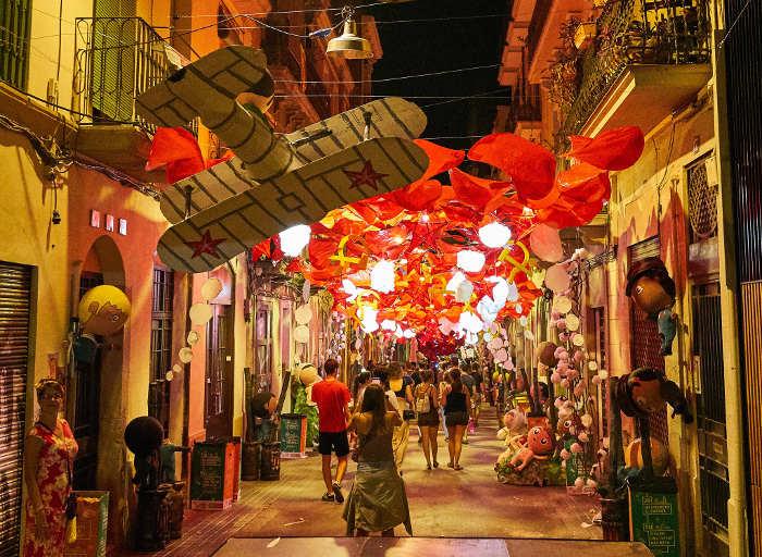 Как фестиваль Грасия преображает улицы