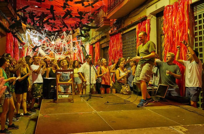 Фестиваль Грасия знаменит ночами безудержного веселья