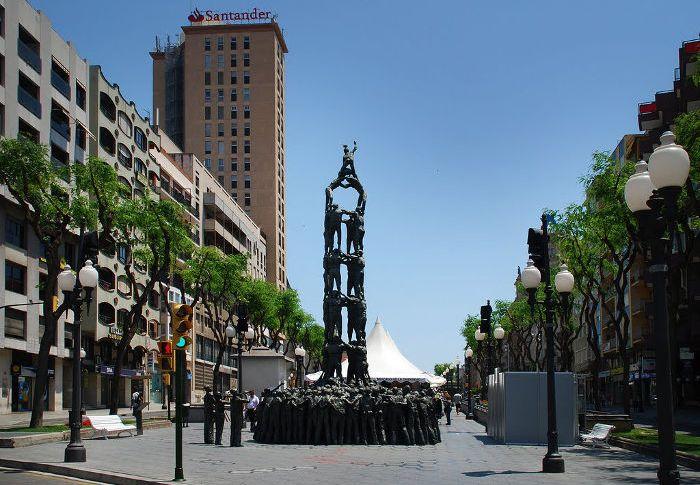 Памятник Кастельерос на Рамбла Нова