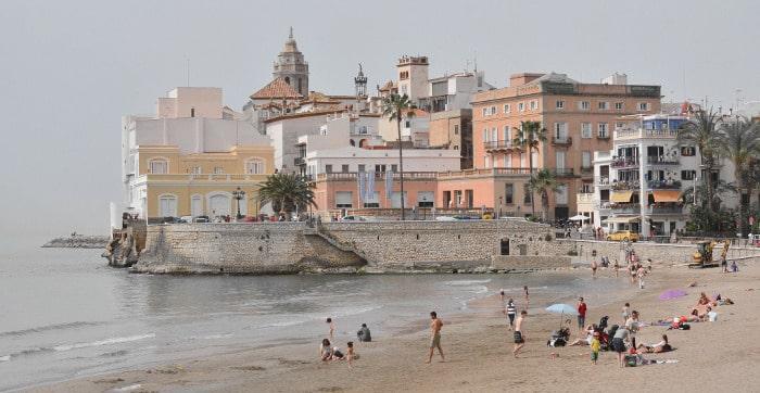 Ситжес – любимое место релаксации жителей Барселоны