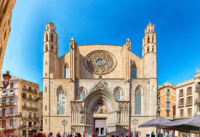 Наиболее интересное в Ла Рибере -базилика Санта-Мария-дель-Мар